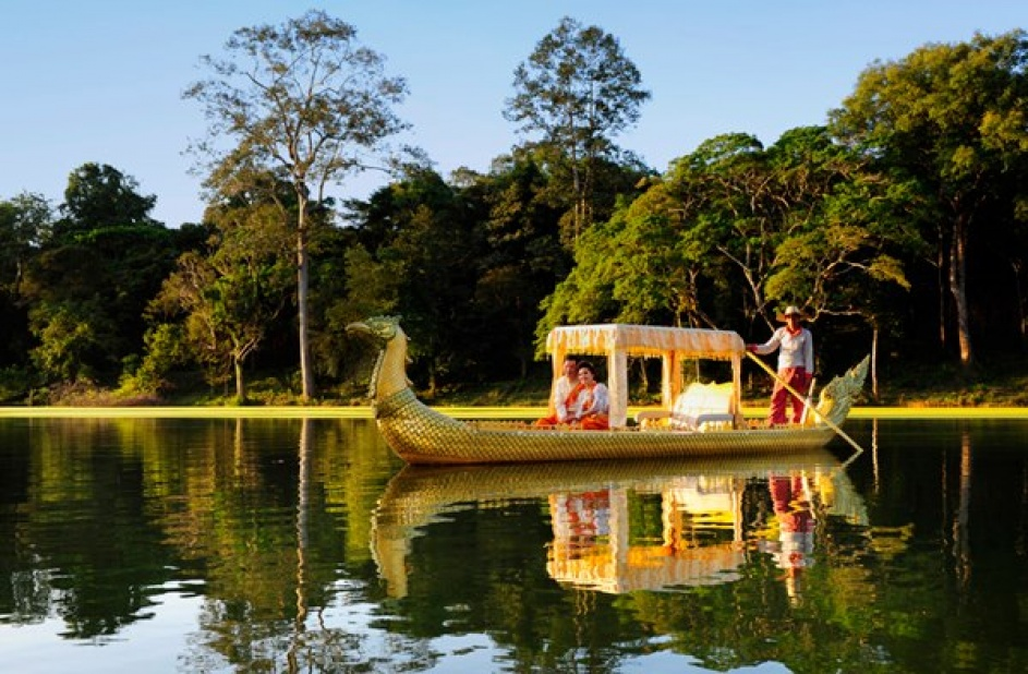 Propelling along the tranquil water of Angkor Thom on a Kongkear boat