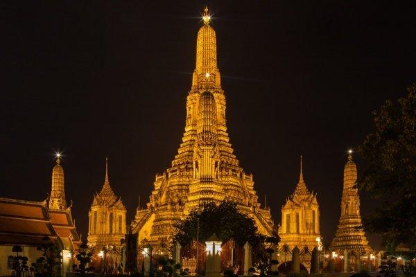 """<img src=""""Temple_Wat_Arun_Bangkok_Night.jpg"""" alt=""""Wat Arun at night"""">"""